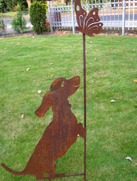 Rostoptik Gartenstecker Dackel mit Schmetterling