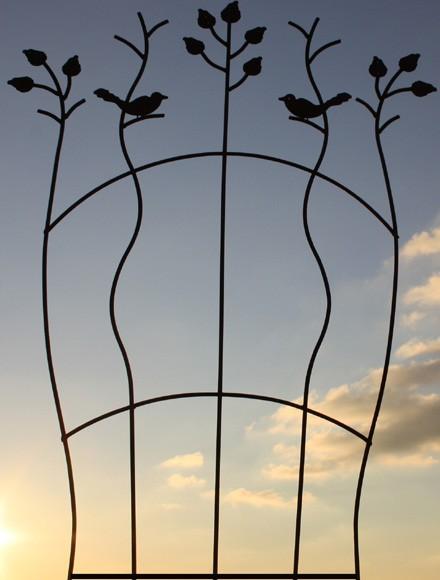Edelrost Rankhilfe Blätter und Vögel